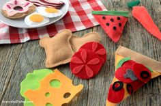 DIY Felt Play Food   Easy DIY Craft Project Ideas for Kids by DIY Ready at www.diyready.com/diy-kids-crafts-you-can-make-in-under-an-hour/