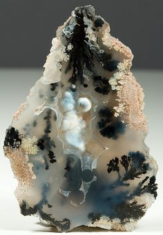 Examples of rocks found in The Inbound Lands :: Plume Agate / Marfa, Texas