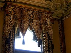 Dodie Rosenkrans Venice Palace İtaly , Renovated by Tony Duquette Animal Print Curtains, Animal Print Decor, Printed Curtains, Animal Prints, Drapes And Blinds, Drapes Curtains, Drapery, Valance, Window Coverings