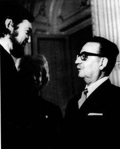 Julio Cortazar y Salvador Allende, foto memorable Victor Jara, Fidel Castro, Color Photography, Famous Quotes, Good People, Chile, Che Guevara, How To Memorize Things, American