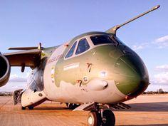 EDS apresenta protótipo do transporte militar KC-390 em Brasília