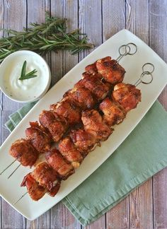 Bacon wrapped chicken skewers, plus a giveaway for the bacon cookbook & bacon me crazy& that features the recipe. An easy and very tasty appetizer. Bacon Wrapped Chicken, Chicken Bacon, Chicken Recipes, Chicken Sauce, Grilled Chicken, Yummy Appetizers, Appetizer Recipes, Appetizer Dips, Fruit Kebabs