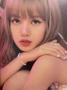 See scan photos from BLACKPINK Photobook Limited Edition and watch unboxing videos to see every details inside the photobook Blackpink Lisa, Jennie Blackpink, South Korean Girls, Korean Girl Groups, Nct, Afro, Rapper, Lisa Black Pink, Blackpink Photos
