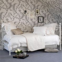Evie Day Bed - Feather and Black