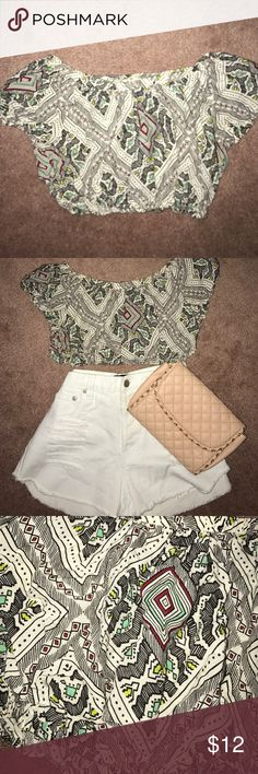 NEW!! Aztec print crop top small forever 21 h&m New!!! Aztec print crop top size small! Stretchy band at bottom and neck line. Looks amazing with high waisted shorts, skirts, pants! 👇🏼👇🏼 comments, offers ❣️ Forever 21 Tops Crop Tops
