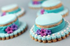 IMG_7691 by Bakerella, via Flickr. I would never take the time to do this but they look yummy.