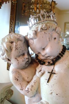 shabby cherubs - edithandevelyn on Etsy This reminds me of those terrifying angels off Doctor Who French Chic, French Country Style, French Decor, Christian Bobin, Vintage Love, Vintage Decor, Angel Statues, Angels Among Us, Angels In Heaven