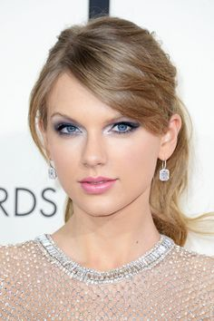 Taylor Swift's Makeup Artist Dishes on her Grammy Look Taylor Swift Hot, Taylor Swift Style, Red Taylor, Silvester Make Up, Beauté Blonde, Eyeshadow Tips, Model Foto, Taylor Swift Pictures, Eye Shapes