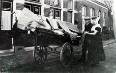 venter Adriaan Schuiling van beddegoed enz., omstreeks 1934