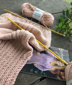 Cardigan Rose com Pérolas Cardigan Rosa, Knit Cardigan Pattern, Lana, Knit Crochet, Reusable Tote Bags, Wool, Knitting, Cardigans, Youtube