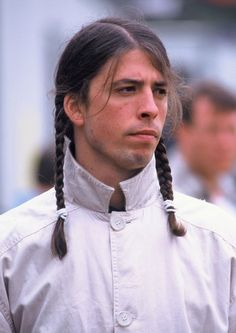 Dave Grohl of the Foo Fighters backstage at The Tibetan Freedom Concert 1996 held at the Polo Fields in Golden Gate Park in San Francisco, California on June Indie Music, Music Icon, New Music, Foo Fighters Dave Grohl, Foo Fighters Nirvana, Nirvana Kurt Cobain, Forever, Looks Cool, Music Bands