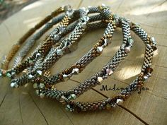 Beaded Jewelry Designs, Bead Jewelry, Jewelry Ideas, Diy Jewelry, Jewlery, Bangle Bracelets, Bangles, Peyote Beading, Beadwork