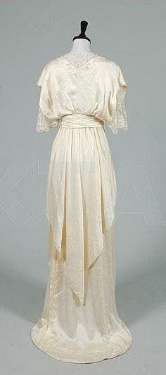 House of Worth - French Wedding Dress, c. 1913 (back)