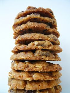 Oatmeal Sultana Cookies Sultana and oats is a great combination. I've already covered them in the guise of flapjacks and today I've knocked up a batch of cookies. The great thing about oatmeal sultana cookies … Kids Cooking Recipes, Oats Recipes, Gourmet Recipes, Baking Recipes, Sweet Recipes, Recipies, Frozen Cookies, Oat Cookies, Biscuit Cookies