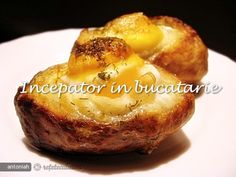 Oua Coapte in Cartofi - Baked eggs in potato skins. Baked Eggs, Baked Potato, Romanian Food, Potato Skins, Homemade Food, French Toast, Good Food, Food And Drink, Foods