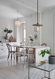 Light filled apartment in white - via Coco Lapine Design blog