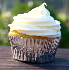 Key lime cupcakes with cream cheese frosting