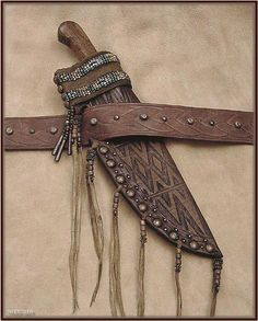[image] Native American Crafts, American Indian Art, Mountain Man Rendezvous, Best Pocket Knife, Pocket Knives, Powder Horn, Fur Trade, Indian Patterns, Knife Sheath