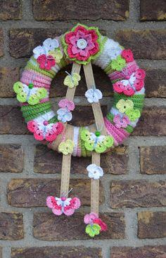 Atelier Marie-Lucienne: How to make your own Butterfly-Wreath / Mach dir deinen eigenen Schmetterlingskranz