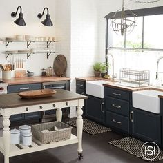 Farmhouse Kitchen Industrial Farmhouse, Rustic Farmhouse, Country Charm, French Country, Rustic Chic, Rustic Decor, Loft Style Homes, Home Decor Inspiration, Decor Ideas