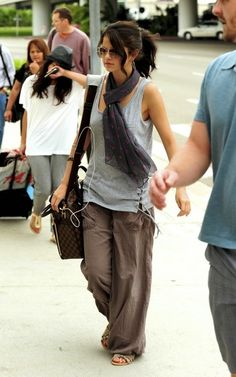 Selena Gomez looking comfy in linen pants (I like this girls style)