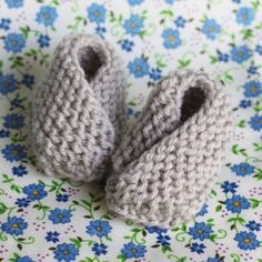 Simple knit baby booties