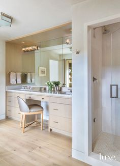 Peach Bathroom, Bathroom Sets, Master Bathroom, Bathrooms, Vanity Bathroom, Bathroom Cabinets, Interior Modern, Interior Design, Interior Decorating