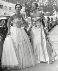1953 Ball Gowns worn by Debutantes Norman Hartnell, Vintage Glamour, Fifties Fashion, Vintage Fashion, Fifties Style, Retro Fashion, Beautiful Gowns, Beautiful Outfits, Beautiful Clothes