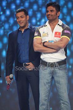 http://yfrog.com/n8jfm3j  Salman Khan & Suniel Shetty - Suniel is a very underrated actor. I think he's very talented.