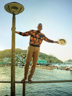 The life of the party, Mahershala Ali wears an AMI sweatshirt with Valentino pants. He also sports Havaianas flip-flops and a Borsalino hat. Mahershala Ali, Gq Usa, Jordan Barrett, Summer Outfits Men, Men Summer, Gq Style, Black Style, Big Men, Black History Month