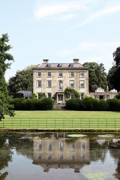 Georgian perfection in Wiltshire… English manor English Country Manor, English Manor Houses, English House, Palaces, Arquitectura Georgiana, Georgian Architecture, Architecture Design, Villa, Georgian Homes