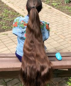 VIDEO - Massive ponytail VIDEO - Massive ponytail Sure, the bushy perms of the might be out of v Chic Hairstyles, Permed Hairstyles, Braided Hairstyles, Long Hair Ponytail, Long Ponytails, Braided Ponytail, Long Hair Play, Very Long Hair, Long Hair Community
