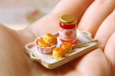 Pei Li's miniatures are all handmade by her and are EXQUISITE!    http://miniaturepatisseriechef.blogspot.com/2011/10/new-craft-class-scones-and-jam.html