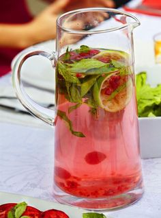 Raspberry and Mint Scented Water   Community Post: 21 Fruit Infused Waters To Hydrate With This Summer