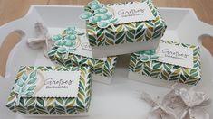 """Gewerkelt habe ich sie mit der Produktreihe ,,Ewiges grün"""". Der Spruch stammt aus dem Set ,,Zauberhafte Grüsse"""".  Das besondere ist, das der Deckel ausgestanzt wurde. Dafür habe ich die ,,Butterkekse"""" aus dem Stanzenset ,,So hübsch bestickt"""" verwendet und dann rundherum einen Rand gefalzt. Decorative Boxes, Paper, Little Boxes, Book Folding, Creative, Decorative Storage Boxes"""