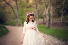 fotos de comunion niña - Google Bilaketa Girls Dresses, Flower Girl Dresses, Wedding Dresses, Google, Fashion, Flower Girl Gown, Gowns, Bridal Dresses, Moda