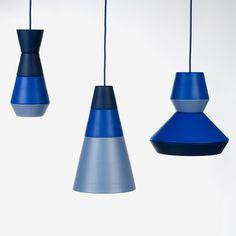Grupa diseño seis módulos básicos, de diferentes dimensiones y diámetros, que se pueden combinar, dando diferentes posibilidades al usuario de crear su propia lámpara. Además, todas las piezas están disponibles en tres tonalidades de cuatro colores: azul, verde, amarillo y gris.