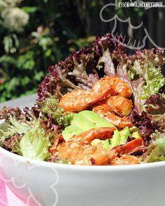 Low Carb Rezept für einen leckeren Garnelen-Salat (Honig-Sesam). Wenig Kohlenhydrate und einfach zum Nachkochen. Super für Diät/zum Abnehmen.