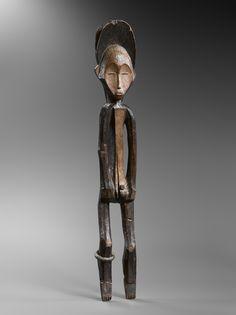 Statue, Mbole, République Démocratique du Congo. Bois et pigments. H. : 85 cm. Ex-coll. Sir Francis Sacheverell, 5e Baronnet (1892-1969), Toscane, Italie. Photo H. Dubois