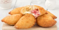Divini questi panzerotti 5 minuti, si impastano ve Finger Food Appetizers, Appetizer Recipes, Snack Recipes, Cooking Recipes, Panzerotti Recipe, Italian Street Food, Snacks Für Party, Appetisers, I Love Food