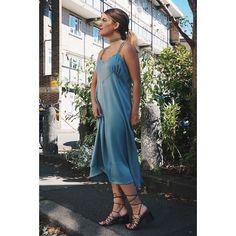 Vestido azul cielo de tirantes y sandalias con lazada de @mango y 'chocker' de @zara. Qué os ha aparecido el look de hoy? (Link en biografía). Buenas noches!  .  Dress and sandals from @mango and choker from @zara. Do you like it?  Night night!  #fashionblogger #fashionworld #fashionaddicted #life #lifestyle #fashiondiaries #fashionblog #newpost #newlook #newoutfit #newclothes #clothes #moda #comunicación #fashion #London #mylife #stylish #mystyle #MissGSánchez #MissGSánchezinLondon