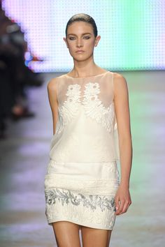 Giambattista Valli at Paris Fashion Week Spring 2011 - Runway Photos
