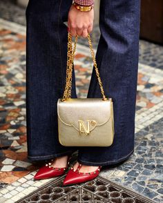 7ebc9b48a84 Cardinal N° golden leather chain bag, Valentino red leather pumps  #valentinoeveningbags Valentino Red