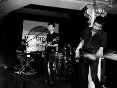 MAGA: UN TORNADO DE ROCK. de MA Blanco  Puntos a favor de Maga: letras distintas, con un punto extra; contundencia rock sobre melodías pop de las que se graban con sencillez en la cabeza; la personal voz de Miguel Rivera… ¿Qué faltaba? Ver cómo se desenvuelven en directo. Como era de esperar en una banda de largo recorrido y con materia prima de calidad, el resultado es soberbio.  #rock #indie #musica