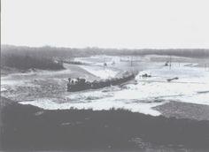 Het meertje is gegraven tbv het verhogen van de zeeweg, en het viaduct over het spoor.