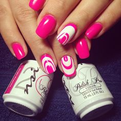 Bright Magenta Nails! The perfect acessory  that POPS!