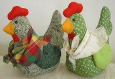 Panos e Contas - artesanatos em tecido: Galinha com lencinho - peso de porta