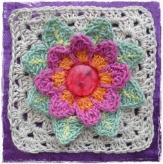 Granny square with button detail #crochet #grannysquares