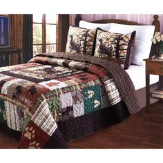 Append a wonderful focal point to your home by choosing this Greenland Home Fashions Whitetail Lodge Multi King Quilt Set. Rustic Bedding Sets, Modern Bedding, Country Bedding, Urban Outfitters, Rustic Quilts, King Quilt Sets, Queen Quilt, Shabby, Kabine