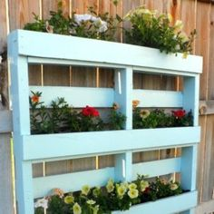 Two DIY Recycled Pallet Planters 2019 Two different ways to create a beautiful planter for flowers or herbs out of a recycled wooden pallet. The post Two DIY Recycled Pallet Planters 2019 appeared first on Pallet ideas. Pallet Ideas For Outside, Outdoor Pallet Projects, Pallet Crafts, Wood Projects, Diy Crafts, Recycled Pallets, Wooden Pallets, Wooden Diy, Repurposed Wood